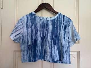 🚚 Marbled blue crop top