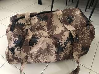 🚚 Big Camouflage Bag with Zip