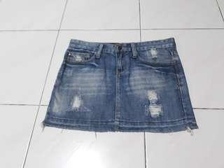 Denim Skirt with low waist in jeans material.
