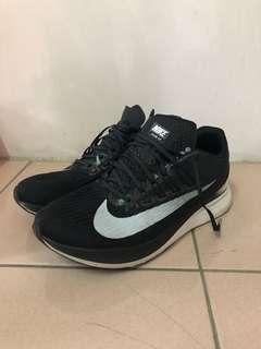 Nike zoom fly 慢跑鞋