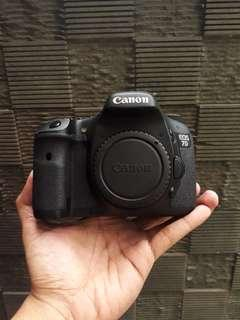 Canon eos 7D body only like new