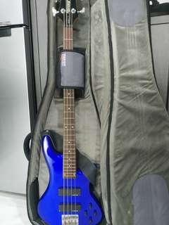 Schecter P Diamond Bass + Line 6 Amplifier