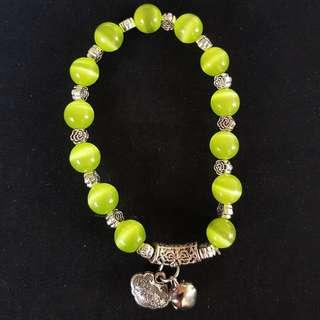 🚚 ☆晶晶☆【附禮盒】【滿900元免運】綠色貓眼石手鍊13顆5.13mm(內圍5cm,外圍直徑6cm)墜飾長命鎖