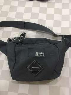 Waist / Sling bag gravity element