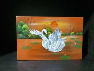 🚚 Lacquerd Mother of Pearl Swan Art