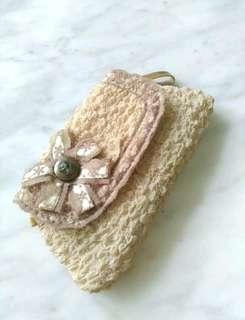 Victoria style clutch