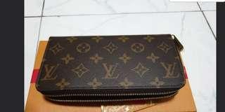 🚚 Louis Vuitton zippy wallet