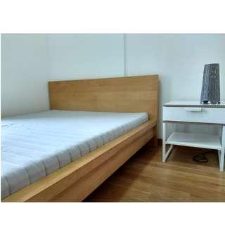 Queen size bed with latex mattress