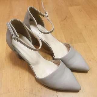 🚚 韓版歐逆氣質高跟鞋-灰色