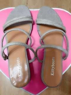 全新女鞋杏色平底涼鞋拖鞋兩種穿法麂皮磨砂38號