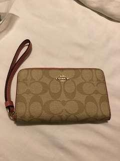 🚚 Brand new and authentic Coach wallet