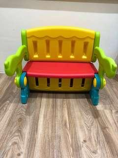 🚚 Kids table/chair with storage