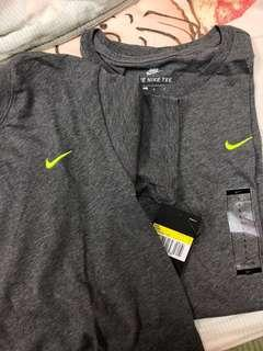 #免運 Nike螢光logo刺繡深灰色t-shirt 男生S號