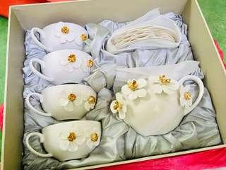 Tea pot , cup n saucer set