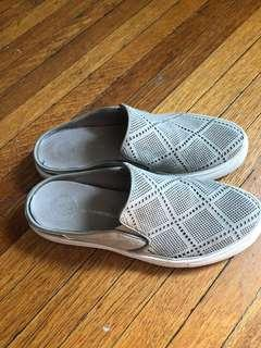 The Wishbone collection Slip on's