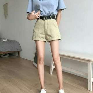 🚚 Khaki Belted Highwaisted Shorts