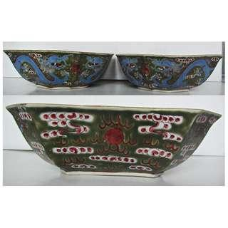 Chinese famille rose green base bowl with double blue dragons and red clouds - 1 pair.