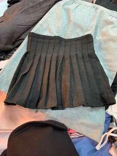 🚚 百摺黑色小短裙