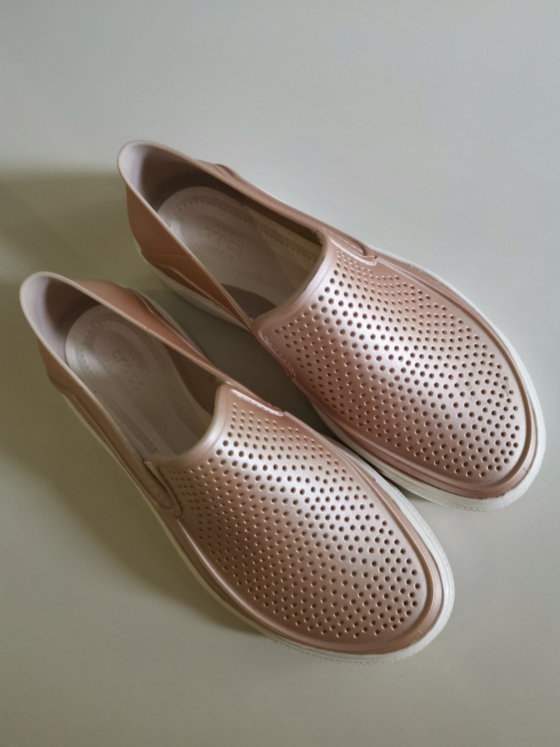 6576453fc1b Crocs Rose Pink covered shoes Size 5/36