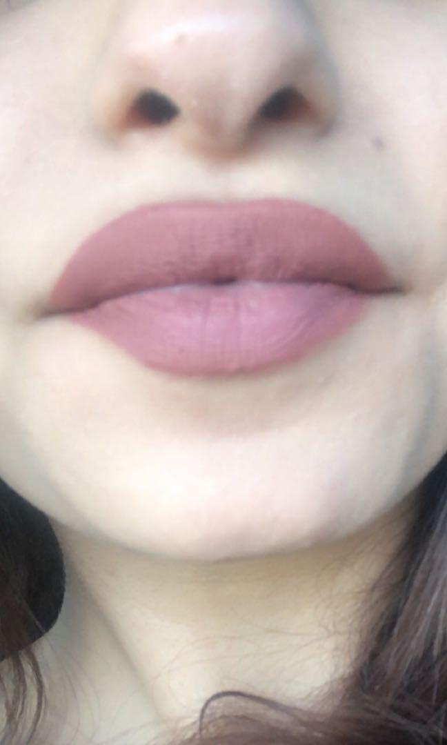 Mate long lasting lipsticks ! Selling so cheating !