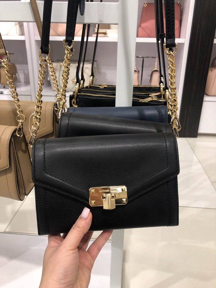 54456be070f9 Michael Kors Kinsley Medium Wallet Crossbody - Pre-order, Luxury, Bags &  Wallets, Sling Bags on Carousell