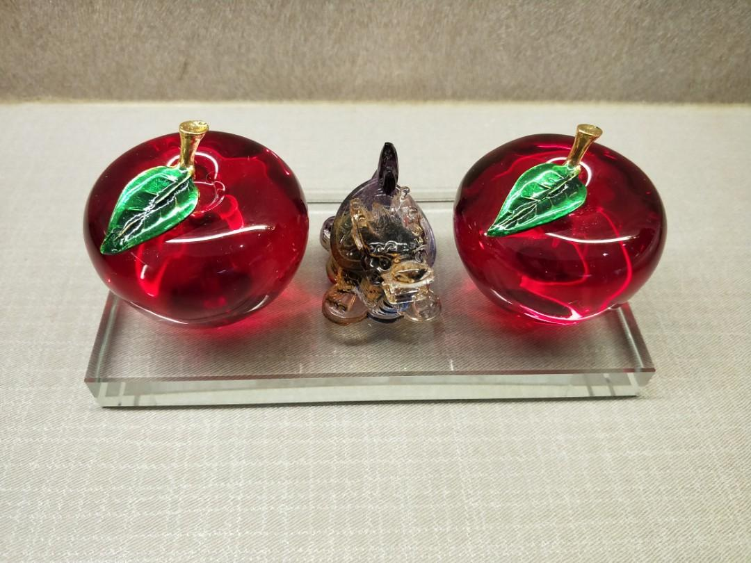 New 2 Red crystal apples with 琉璃龙龟 and base for sales.