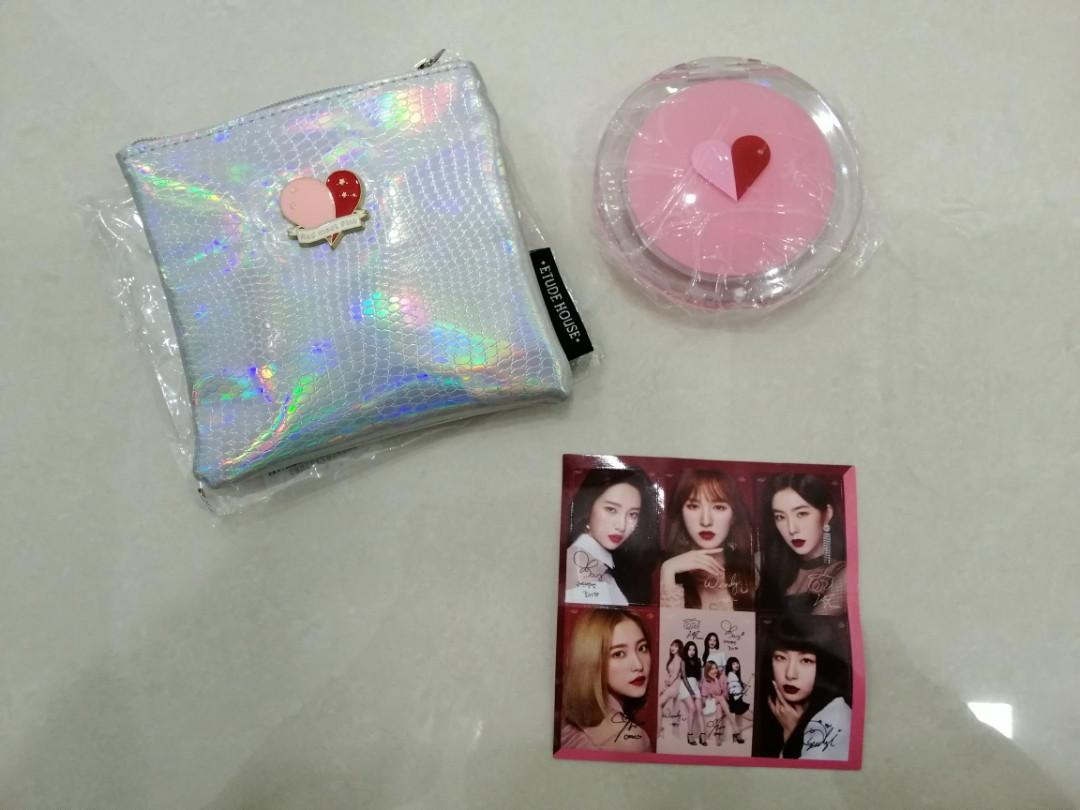 Red Velvet X Etude House Red Meets Pink Mirror and Pouch