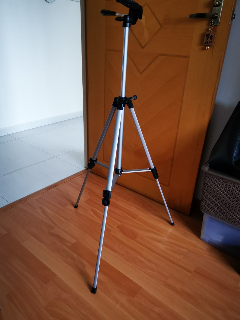 Used) Tripod Stand for DSLR camera video recorder