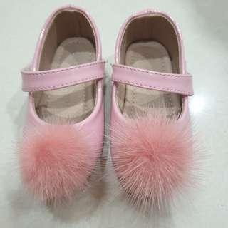 Treehouse pink shoes with pom pom