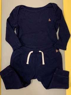 🚚 Gap 深藍色 長袖包屁衣+長褲 套組 布萊納小熊刺繡 18-24m