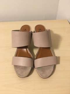 Aquatalia heels size 8.5