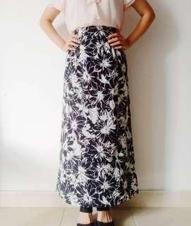 Thrift Black Daisy Skirt