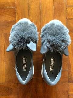 🚚 Shoes with furry pompom . Brand new.