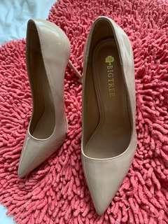 Big Tree nude pump (worn once only)