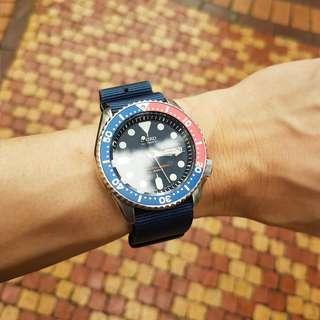 Seiko Skx009j with 3 straps + replacement bezel