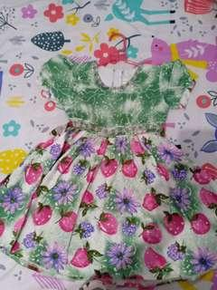 Gaun hijau anak cewek strawberry