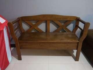 🚚 Wooden Bench
