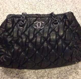 🚚 CHANEL bowler bag in black Quilted Leather