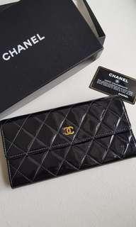 🚚 Chanel patent wallet black authentic!