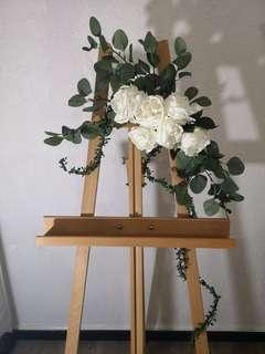 Easel stand with decor