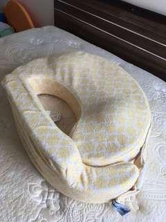 My brest friend yellow nursing pillow 餵奶枕 黃色