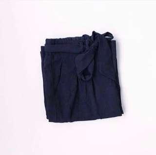 Stradivarius Black Front Tie Culottes • BNWOT • Size S -M