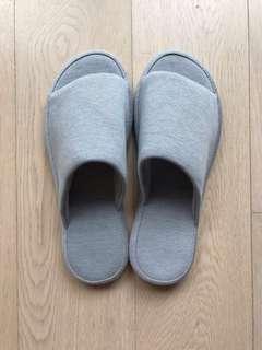 Uniqlo Indoor Slippers 室內拖鞋 (L size)