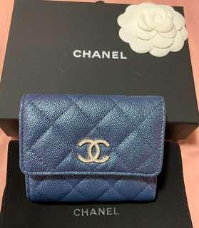 🚚 🦄Brand new in box with Receipt Chanel iridescent 19s compact wallet🦄