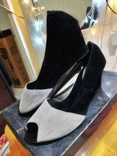 Black and Grey Wedges Shoes (preloved)