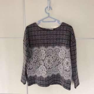 Simple Veeko style grey checkered long sleeve top with white lace 簡單灰色格子長袖上衣佩白色蕾絲
