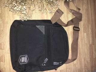 3seconds black slingbag