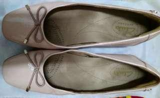 Authentic Clarks Shoes - woman beige patent leather
