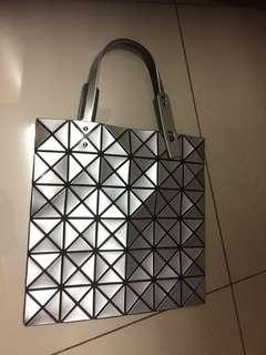 🚚 三宅一生經典銀6x6