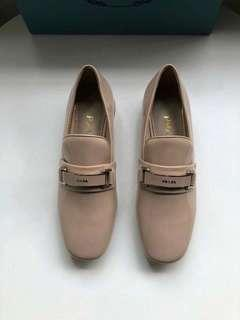 Prada漆皮樂福鞋 正品品質 裸粉色 普拉達皮鞋